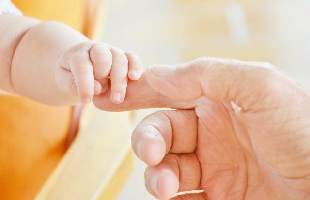Manos y dedos infantil y adulto